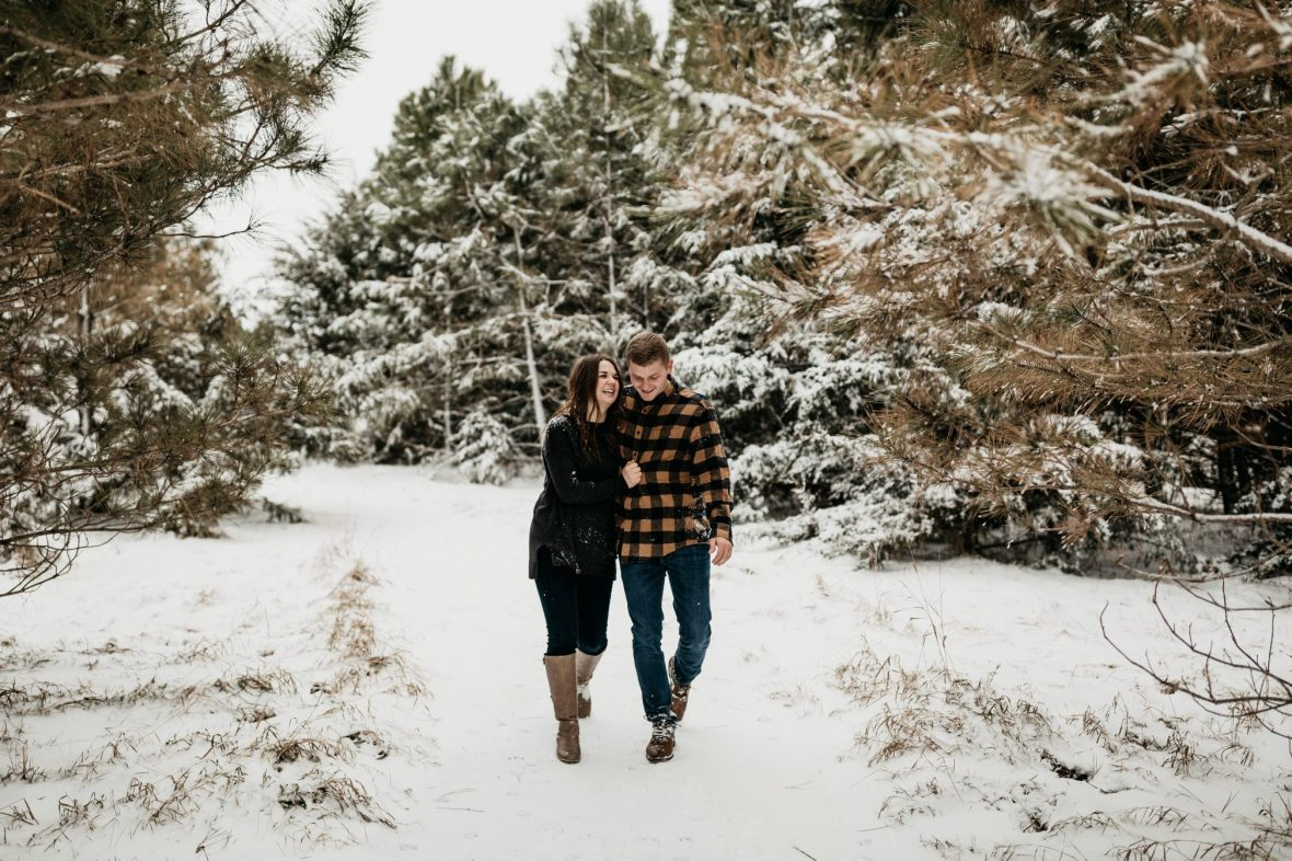 Winter engagement session at Palisades State Park